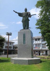 02 Oda-Nobunaga-statue