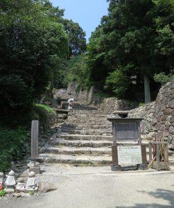 03 Azuchi-castle-stone-stairway